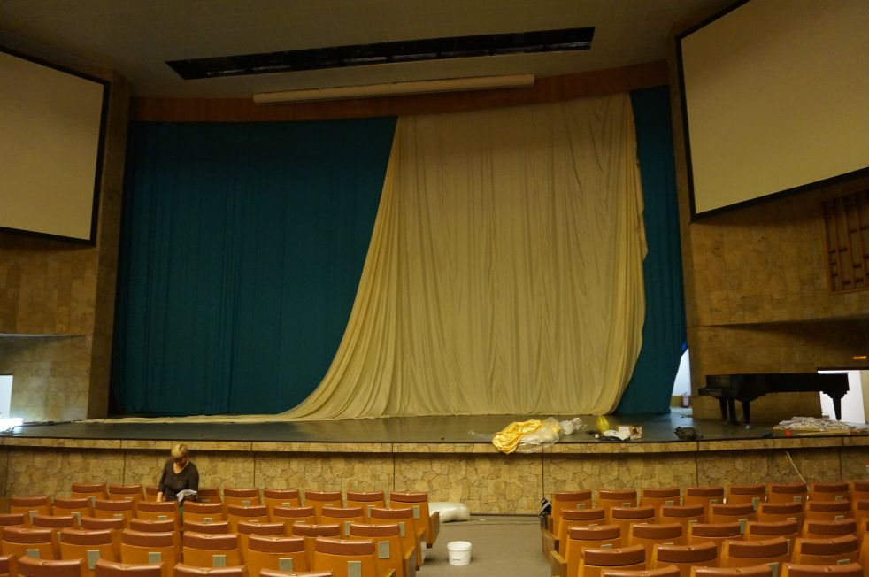 Создание огромной драпировки для украшения зала