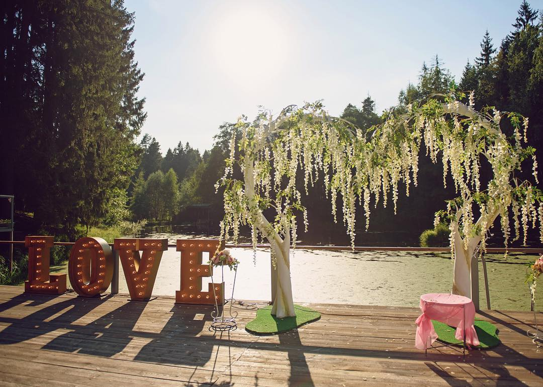 """Большие буквы """"LOVE"""" с подсветкой"""